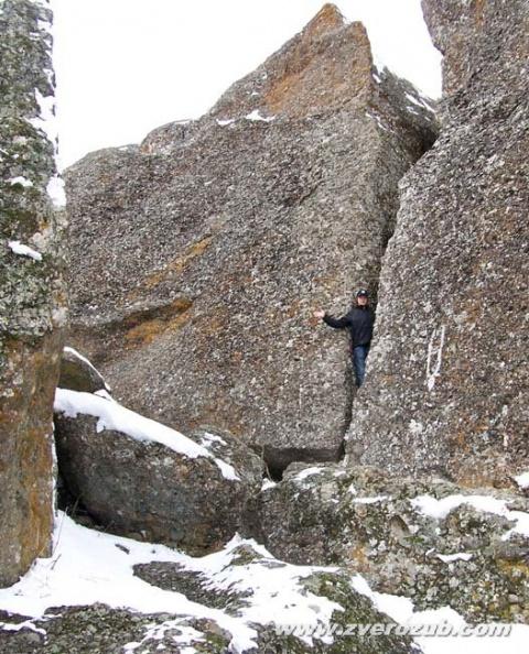 Владик Шибанов (Алушта), 2008 год. Подбор натуры для съемок фильма Последний неандерталец. Хаос у подножия горы Южная Демирджи