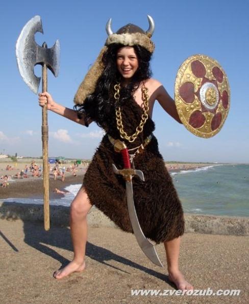 в таком костюме варвара - викинга не жарко даже на пляже