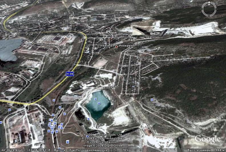Город Инкерман, крепость Каламита, Свято-Климентовский пещерный монастырь и озеро Святого Климента на карте по космическим снимкам Гугл Земля