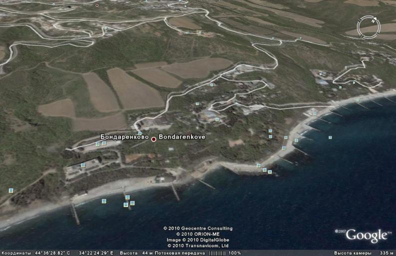 берег Черного моря, пляжи и набережные ниже поселка Малый Маяк к западу от Алушты