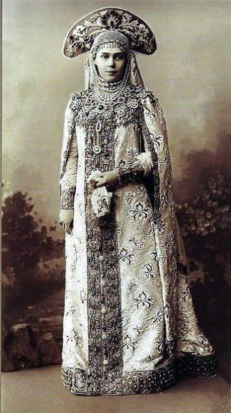 1903, Великая княгиня Ксения Александровна Романова в костюме боярыни 17 века. Дочь императора Александра III. Родная сестра последнего императора Николая II