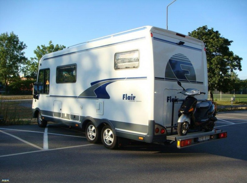 платформа над фаркопом для перевозки мопеда на автодоме Флёр, фургон Фиат Дукато
