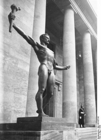 А. Брекер, Берлин. Новая Имперская канцелярия. Скульптура  «Партия». 1940