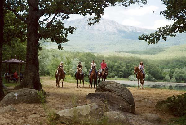 Горное озеро у села Виноградное (Кастель), здесь в 1970-1980 снималось множество фильмов о романтических приключениях