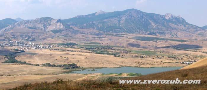 Киммерийские пейзажи мыса Меганом, водохранилища между селом Богатовка и пляжем на бухте Бугаз, виноградная фирма Солнечная долина
