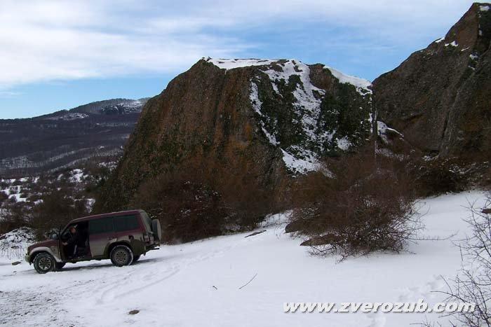Подбор натуры для съемок фильма Последний неандерталец. Искали снег и дикие скалы. Но чтобы рядом с хорошими дорогами )) Лучистое над Алуштой.