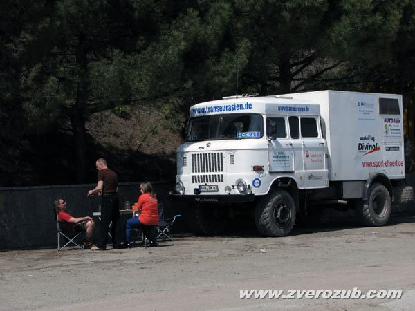 Внедорожный автомобиль на базе грузовика  IFA производства ГДР проехал своим ходом из Берлина в Пекин на олимпийские игры по дорогам древнего Великого Шелкового пути