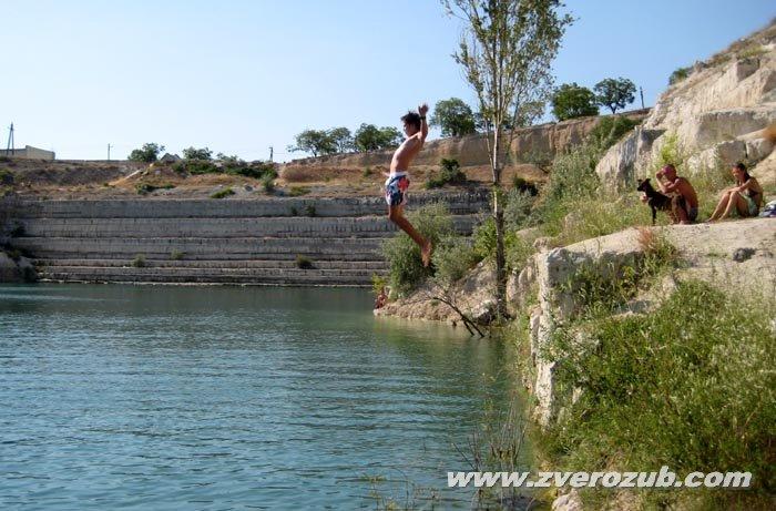 Купание в озере Святого Климента, прыжки со скал в родниковую воду