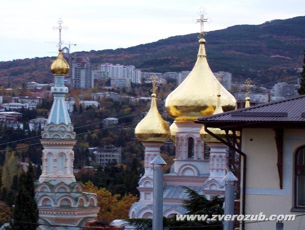 Зимний вид на купола храма Александра Невского с Ялтинской канатной дороги. Тот самый из фильма