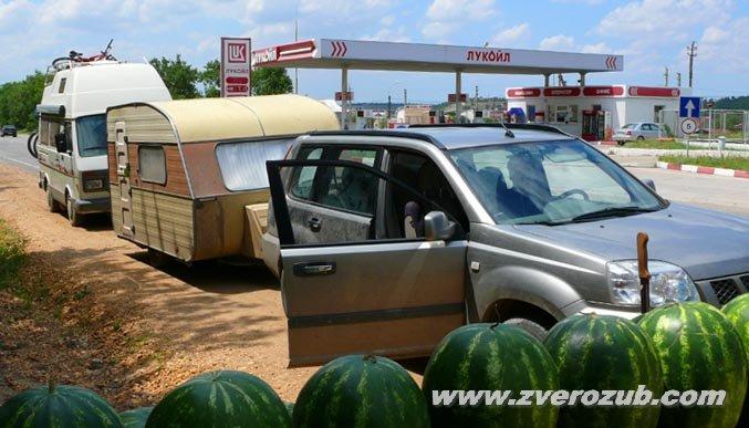 для такого автокаравана нужен еще джип с лебедкой на 8 тонн, если маршрут на генеральские пляжи