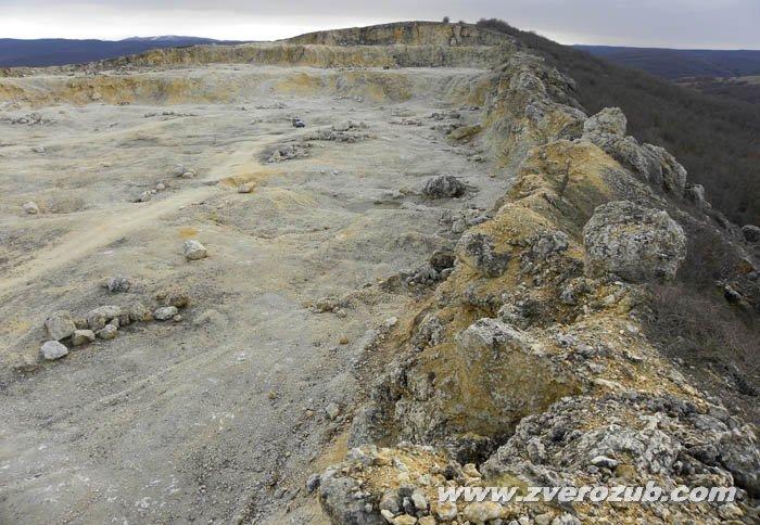 Карьер на горном массиве Буран-кая вблизи села Межгорье