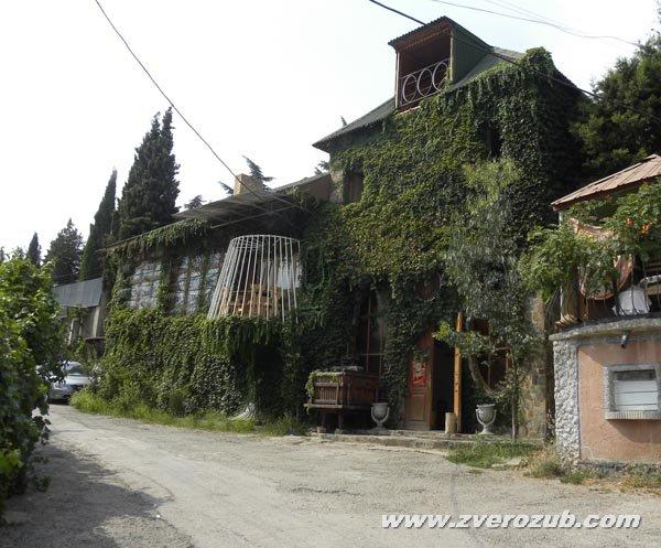 Музей вина в Солнечногорском, Большая Алушта. Винодел Сергей Задорожный создал несколько известных вин Массандры, в том числе