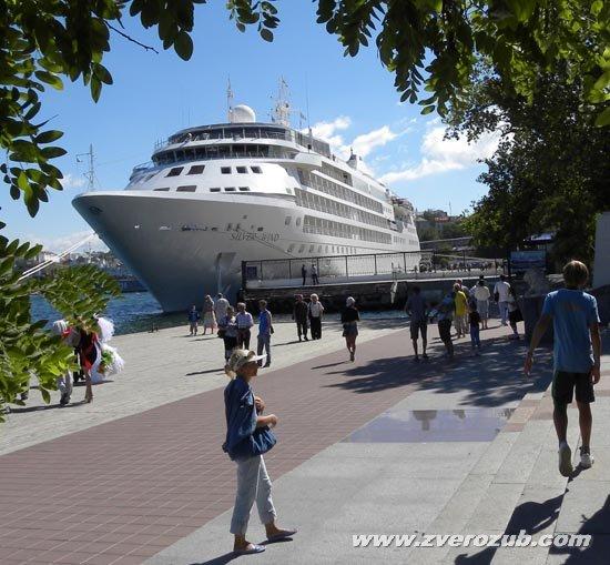 Белый пароход и путешествия в теплые страны, почти все мечтают об этом