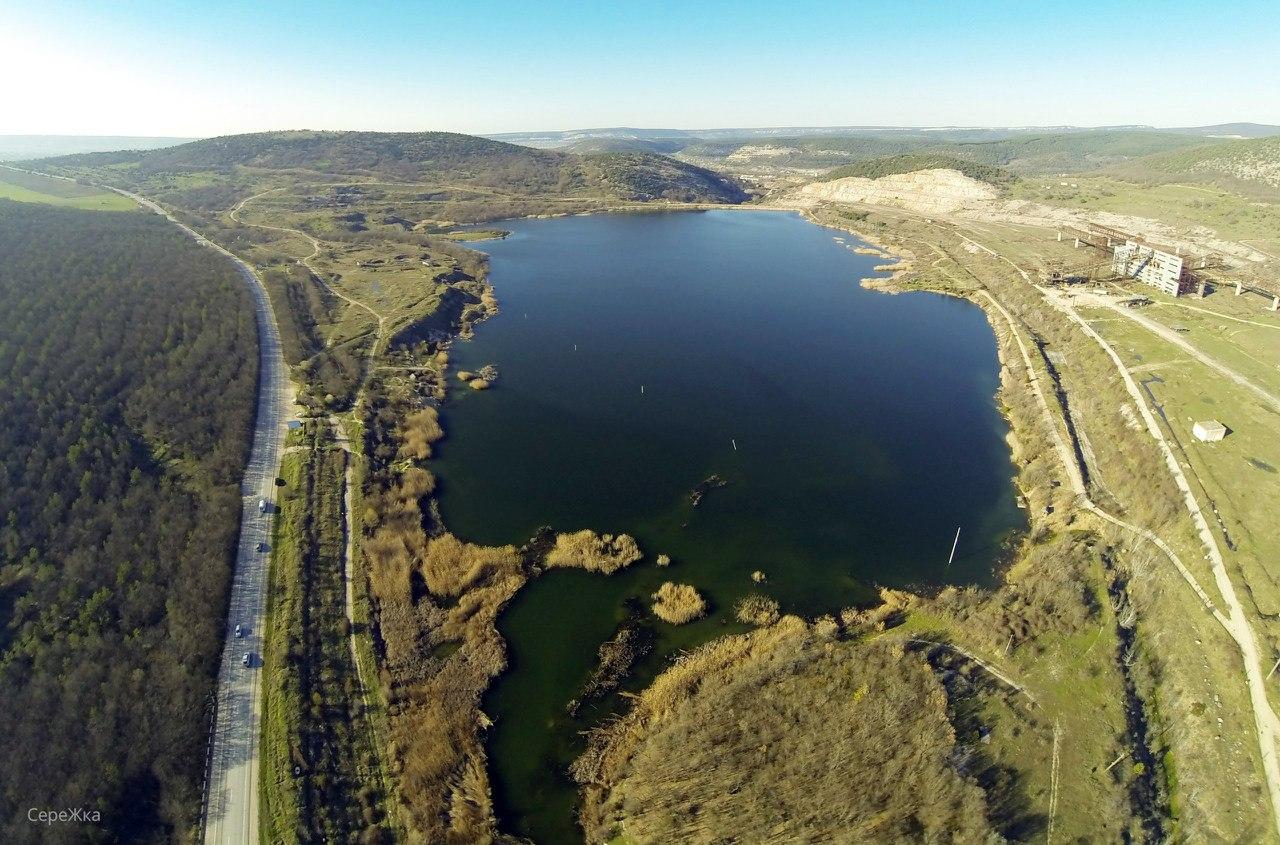 Шоссе Севастополь - Ялта, озеро и старый карьер у горы Гасфорта, база мотоклуба