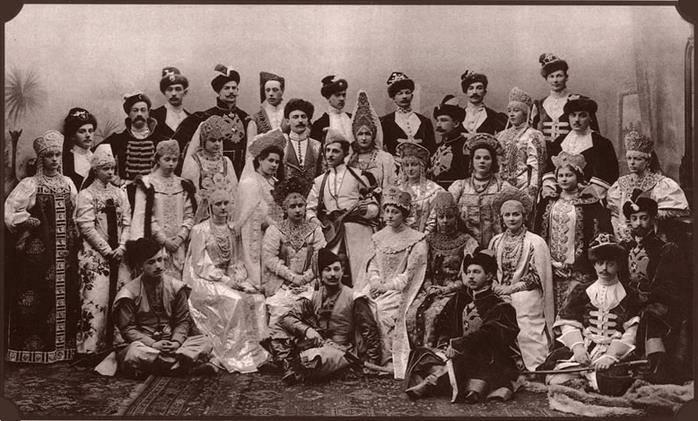 1903 год, бал-маскарад в императорскоском дворце, Россия. Русско-боярский стиль