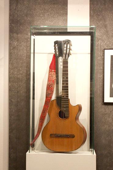 Старинная цыганская гитара с двумя грифами Владимира Высоцкого