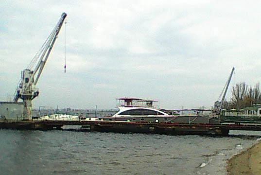 Корпус нового парусного катамарана, который готовится совершить кругосветное плавание. Николаевский яхт-клуб