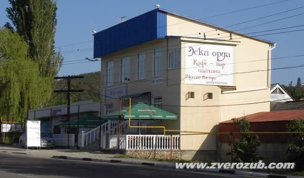 Название магазина и кафе в селе Лозовое к югу от Симферополя, историческое название этого села Эски-орда