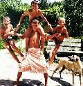 пирамида Отец Герой из четырех пацанов и собака Дорис