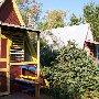 стандартный деревянный домик в автокемпинге в Молочном